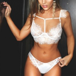 Fashione Shanone - Lace lingerie set with shoulder pads