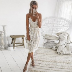 Fashione Shanone - Mid length lace dress