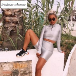 Fashione Shanone - Limited stock - Silver crop top and shorts set