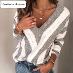 Fashione Shanone - Plunging neckline stripped sweater