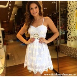 305 - Sleeveless white lace dress