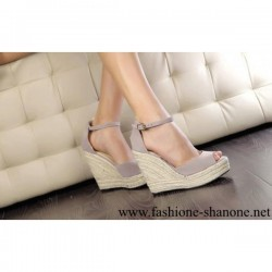 305 - Straw braid wedges sandals