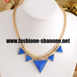 Girly - Collier doré avec triangle bleu
